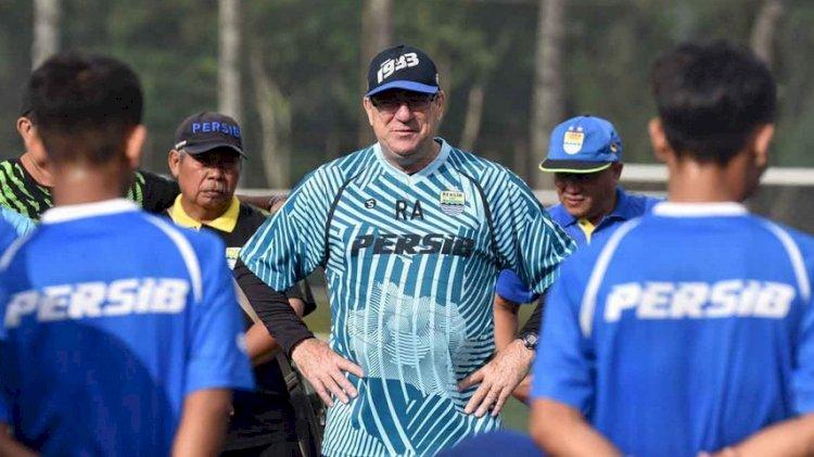 Insruksi Pelatih Persib Bandung, Larang Pemain Rayakan Malam Tahun Baru