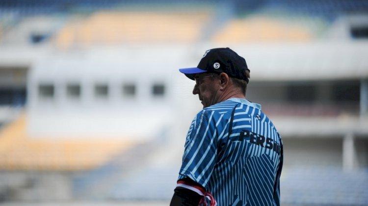 Menilai Sepak Bola Indonesia Sulit Berkembang, Robert Lontarkan Kritik Tajam untuk PSSI