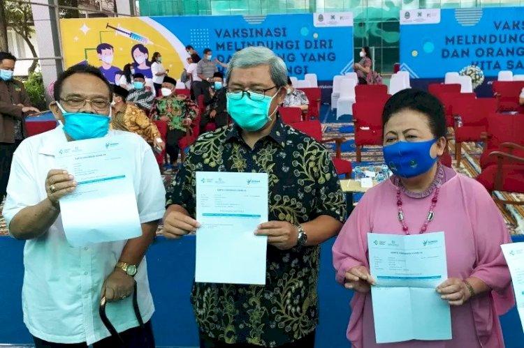 Ahmad Heryawan hingga Ceu Popong Divaksin Covid-19 di Gedung Pakuan Bandung