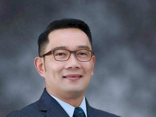 Ridwan Kamil Raih Penghargaan Tokoh Pemberdayaan Ekonomi Inklusif