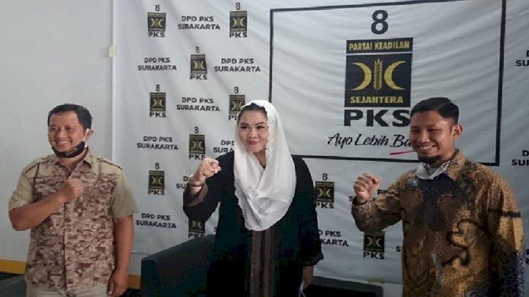 Cucu Paku Buwono XII Sari Dewi  Datang ke PKS, Siap Lawan Gibran