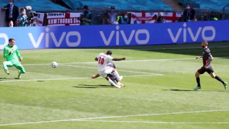 Gol Tunggal Sterling Bawa Inggris  Tumbangkan Kroasia 1-0