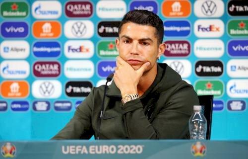 Gara-Gara Cristiano Ronaldo Singkirkan Botol, Coca-Cola Merugi Rp57 Triliun
