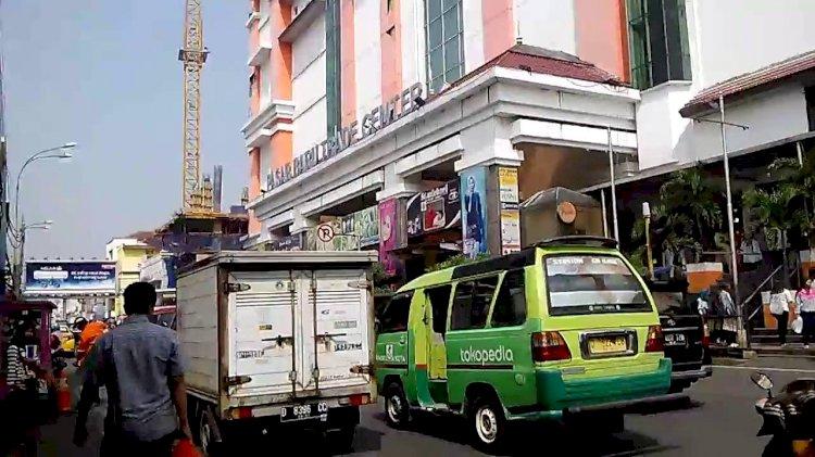 Pembatasan Aktivitas Masyarakat, Omset Pedagang Pasar Baru Bandung Turun 90 Persen