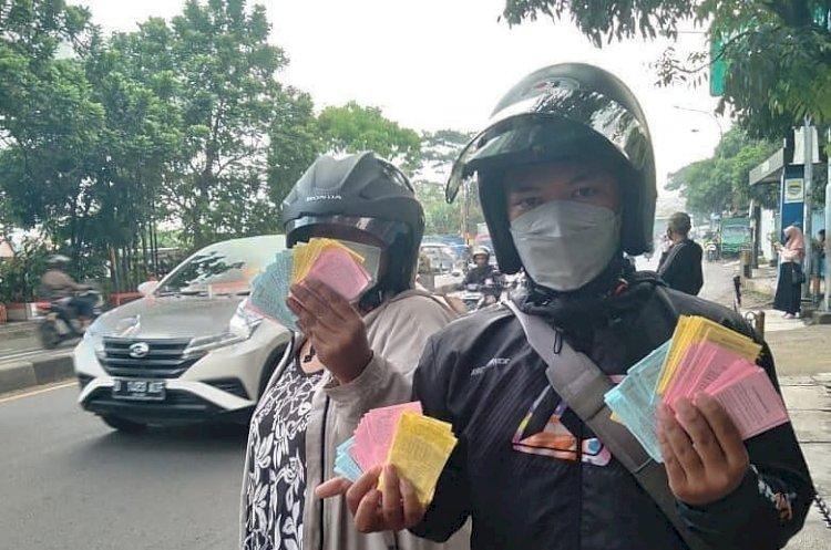 Video Kertas Togel Berserakan di Depan Gedung Sate Bandung Viral di Medsos