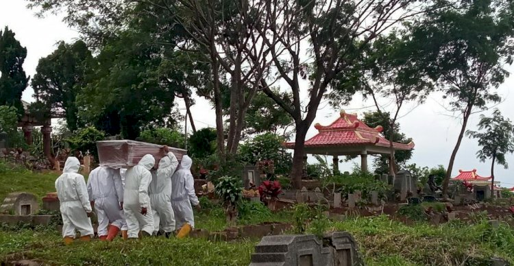 Pungli Pemakaman Pasien Covid-19 Terjadi di TPU Cikadut Bandung, Oknum Pemikul Jenazah Dipecat