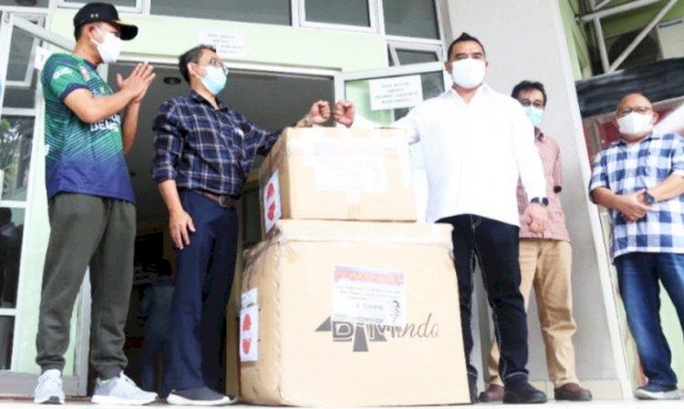 DPRD Jabar Bagikan APD dan Masker untuk Nakes di Kabupaten Bandung