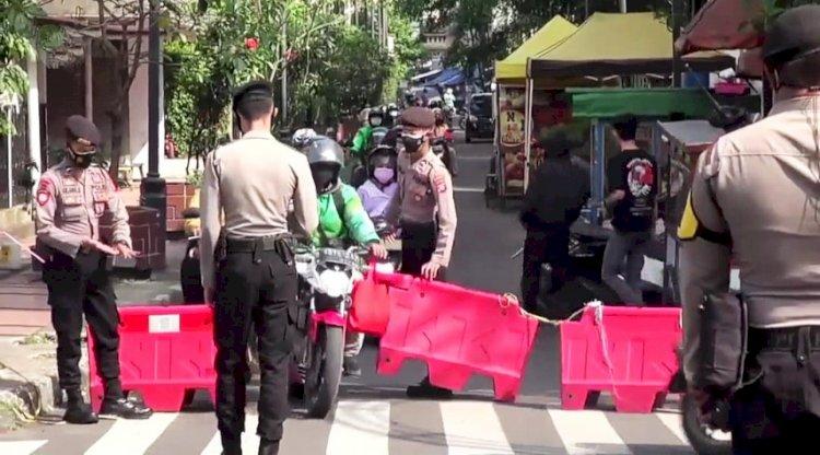 Polrestabes Bandung: Jika  Darurat, Warga Diizinkan Lewati Penyekatan Jalan