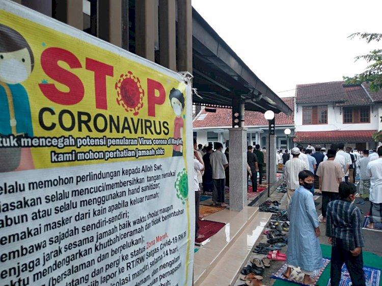 Banyak Warga Bandung Gelar Salat Iduladha di Halaman Mesjid dan Jalanan Perumahan