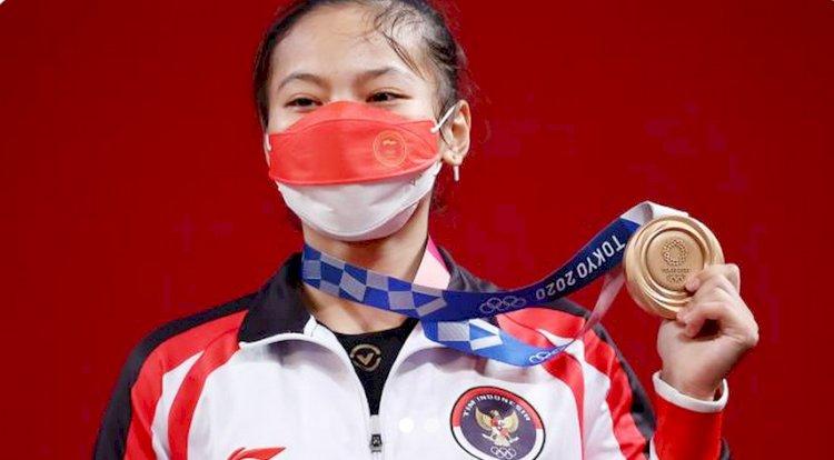 Lifter Wanita Asal Bandung Sumbang Medali Pertama untuk Indonesia di Olimpiade Tokyo