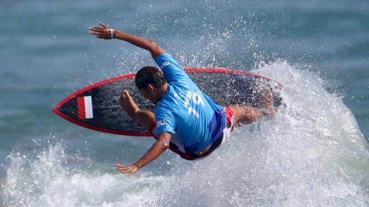 Peselancar Rio Waida lolos ke babak 16 besar Olimpiade Tokyo 2020.