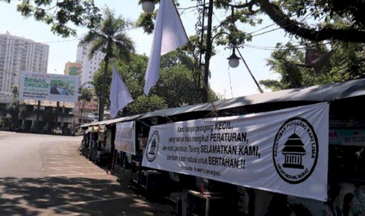 Ratusan Kafe-Restoran di Bandung Akan Kibarkan Bendera Putih, Besok!