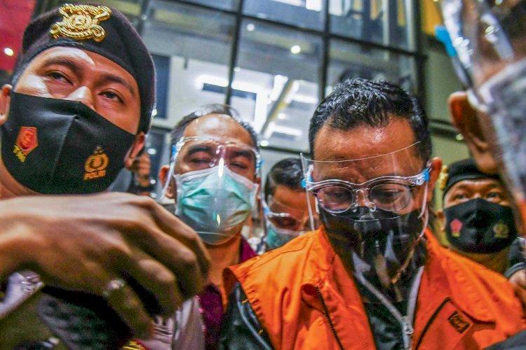 ICW Heran Mantan Mensos Juliari Hanya Dituntut 11 Tahun Penjara