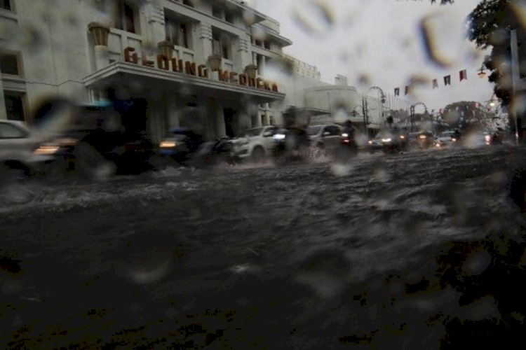 Peringatan Dini 11-12 Agustus 2021, BMKG: Jawa Barat Berpotensi Hujan Lebat hingga Angin