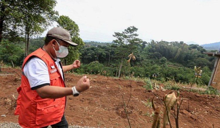 Tanam 450 Pohon, Pemkot Bandung Optimalkan Lahan Kritis Lembah Tangga di Cibiru
