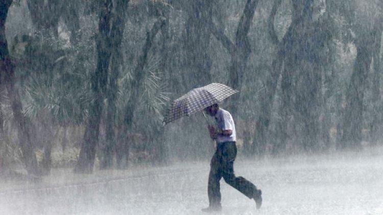 Waspadai Potensi Hujan Lebat Disertai Angin Kencang di Sejumlah Provinsi pada 17 Agustus