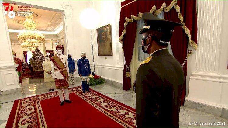 Pimpin Upacara HUT ke-76 Kemerdekaan RI di Istana Merdeka, Jokowi Kenakan Baju Adat Lampung