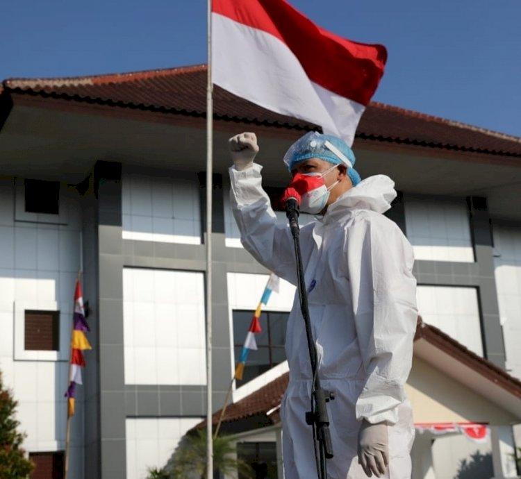 Penghormatan bagi Nakes, Ganjar Pranowo Pakai Baju Hazmat Pimpin Upacara Kemerdekaan