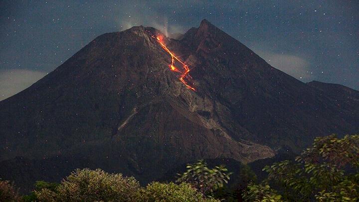 Pagi Ini Awan Panas Guguran Gunung Merapi Meluncur Sejauh Dua Kilometer