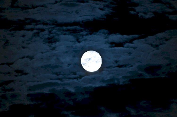 Fenomena Blue Moon Bisa Dilihat di Seluruh Indonesia Pekan Ini