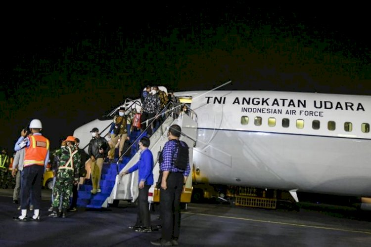 Pesawat TNI AU Bawa Pulang 26 WNI dari Afghanistan Tiba di Tanah Air