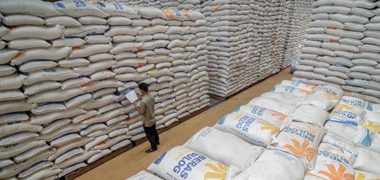 Beras Impor Vietnam Masih Menumpuk dan Tersimpan di Gudang Bulog Indramayu