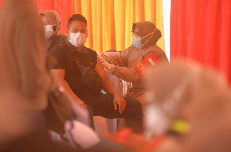 Capaian Paling Rendah se-Indonesia, Jokowi Perintahkan Menkes Perbanyak Vaksinasi di Lampung
