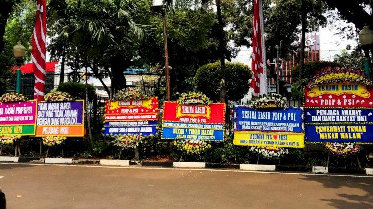 Gedung DPRD DKI Jakarta Dibanjiri Karangan Bunga, Dukung Interpelasi Terhadap Anies Baswedan