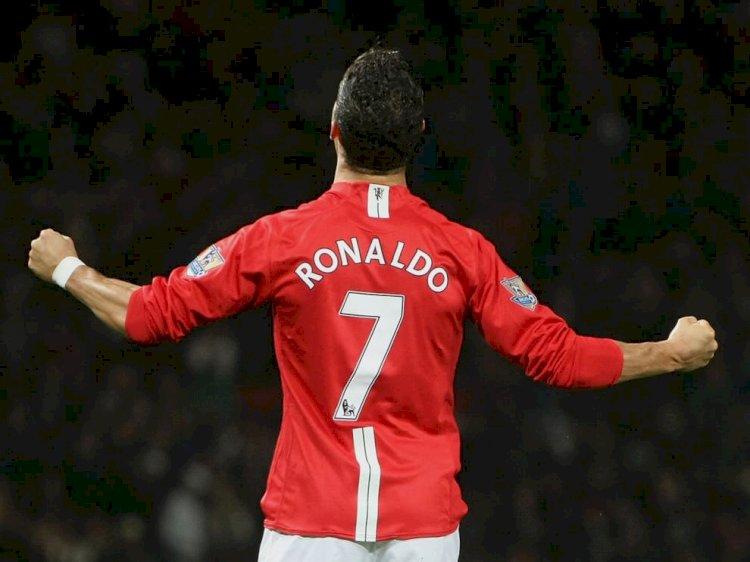 Jersey Manchester United No. 7 Ronaldo Pecahkan Rekor Laku Rp 642 Miliar Sehari