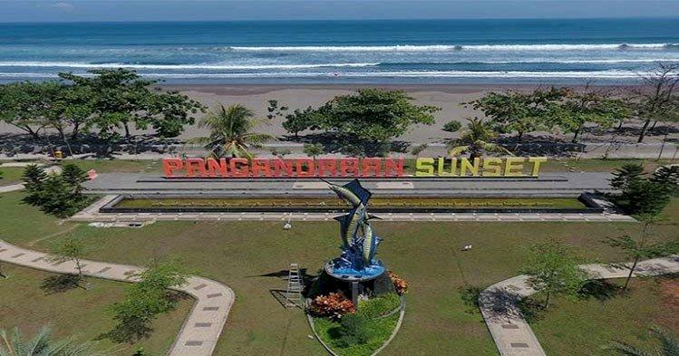 Pantai Pangandaran Dipenuhi Pengunjung, Luhut Beri Peringatan Tegas