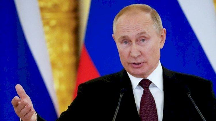 Presiden Rusia Vladimir Putin  Jalani Isolasi Mandiri