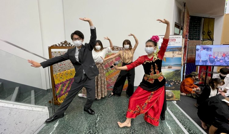 Gelar Indonesia Day, Mahasiswa Jepang Pelajari Budaya Sunda