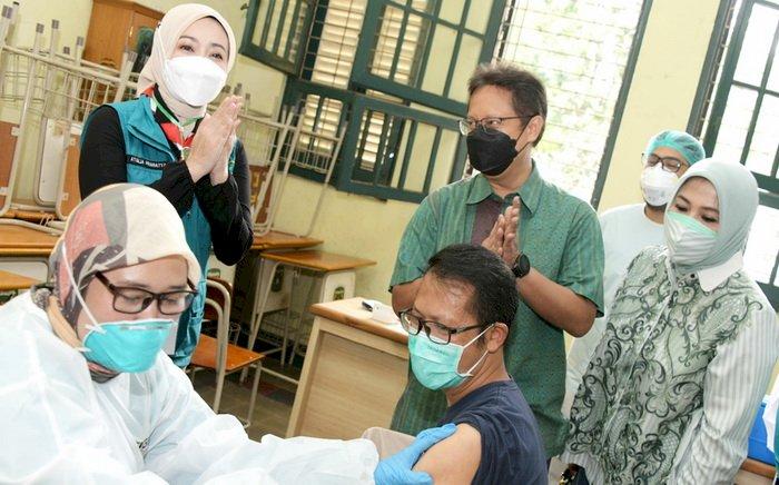 Vaksinasi Alumni SMAN 5 Bandung Mendapat Perhatian Menteri Kesehatan