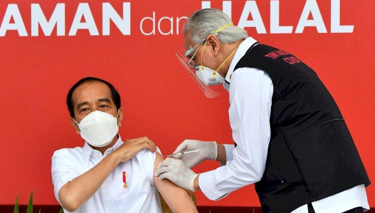 Jokowi Dijadwalkan Terima Suntikan Vaksin Booster pada Tahun 2022 Mendatang