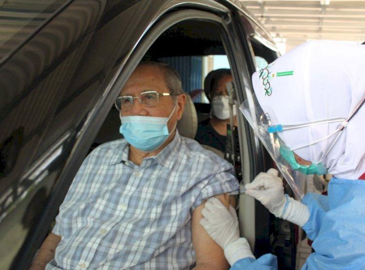 Progres Baru 30 Persen, Pemerintah Ajak Masyarakat Bantu Lansia untuk Vaksinasi Covid-19
