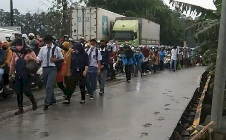 Foto Warga Lintasi Jalan Cor Belum Kering di Tangerang Viral di Medsos, Ini Kata KemenPUPR