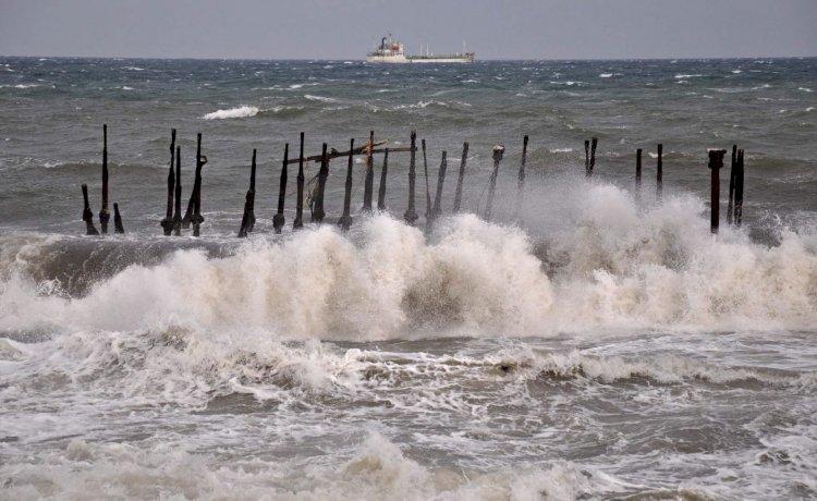 Peringatan Dini 3-5 Oktober 2021, BMKG: Gelombang Tinggi 12 Wilayah Perairan Capai 2,5 hingga 4 Meter