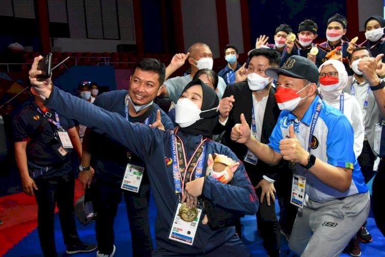 Kontingen PON Jabar Beri Kado Istimewa untuk Ridwan Kamil