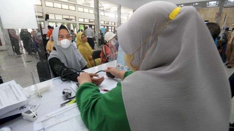 Wapres Dorong Vaksinasi 5 Juta Tenaga Pendidik untuk Segerakan PTM