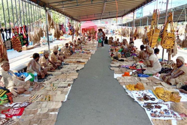 Pedagang Suvenir Noken Raup Untung Berkat PON Papua