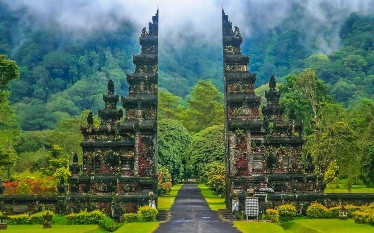Epidemiolog Usul Pemerintah Tak Buru-buru Buka Bali bagi Wisatawan Mancanegara