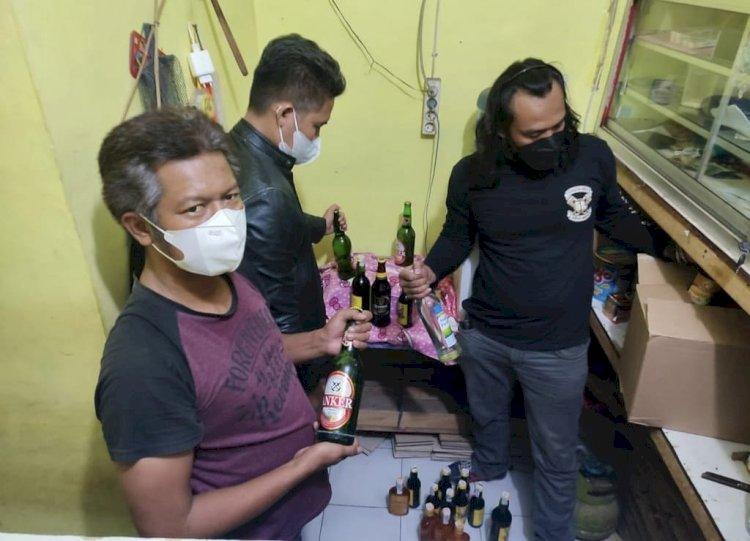 Polres Majalengka Sita Puluhan Botol Miras dalam Razia Operasi KRYD